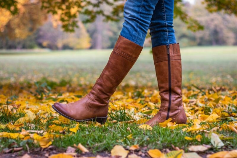 Best side zip boots of brown color